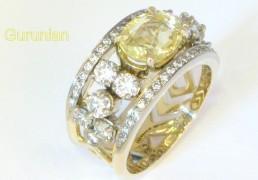 5.Geel:witgouden ring met gele saffier en briliant geslepen diamanten