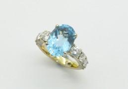6. Geel:wit gouden ring met topaz en briliant geslepen diamanten
