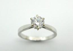 8. Wit gouden Solitair ring met briliant geslepen diamant van 0.81 ct. kwaliteit, VS2  kluer, I  Met GIA report