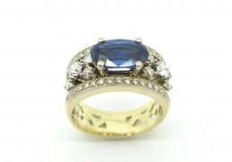 Wit en geel gouden ring met kyaniet en briliant geslepen diamanten
